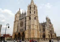 Large beige cathedral in Leon, Spain with large plaza in front
